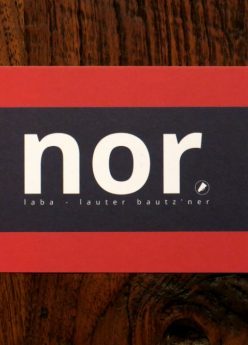 nor-Postkarte schwarz/rot